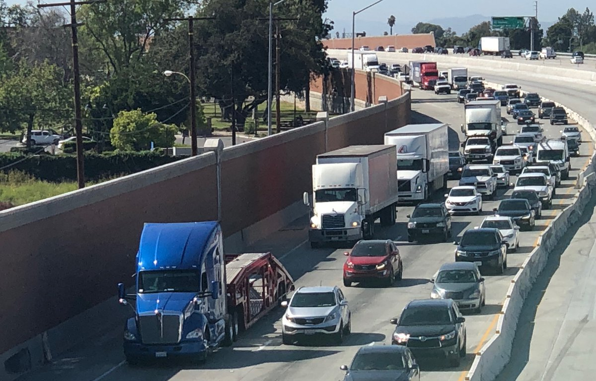 Take a look at this $850M plan to install electric vehicle charging stations up and down Interstate 5, from San Diego up to Washington's border with Mexico: https://t.co/qqQGdibesU @sdut @SDGE @PSETalk @SCE @SMUDUpdates #ElectricVehicles https://t.co/UqTPxQUua9