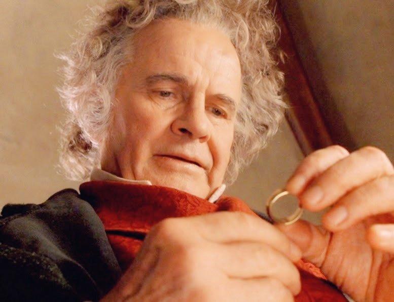 El actor británico Ian Holm, que interpretó a Bilbo en #ElSeñordelosAnillos a #ElHobbit, y a Frodo en el serial radiofónico de El Señor de los Anillos, ha fallecido a los 88 años de edad. ¡Adiós, nuestro querido Ian!. QEPD