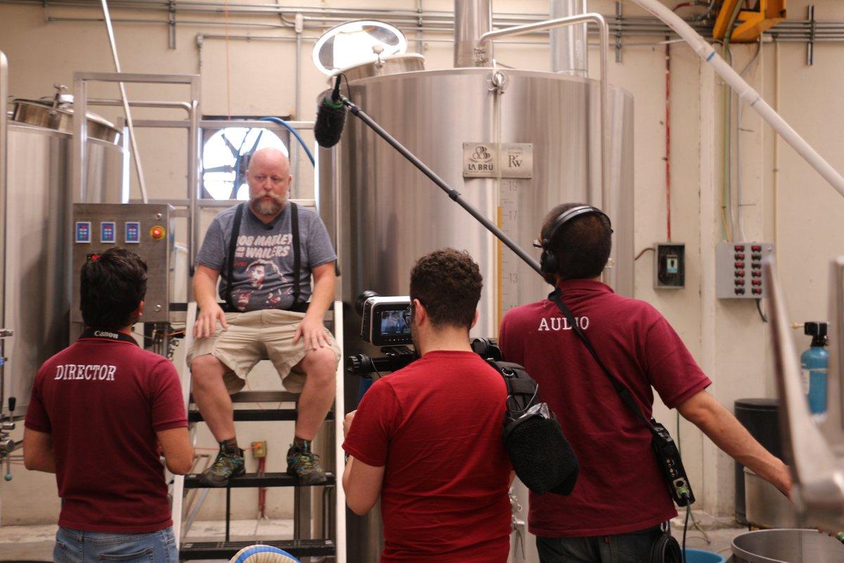 Ojo a Cerveza de Bolsillo: la magia artesanal. El primer documental con formato cinematográfico de la cerveza artesanal en México. @acermexoficial bit.ly/CervezaBolsillo