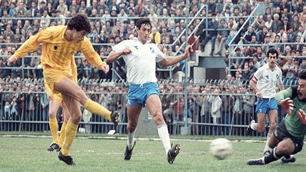 Στην ΕΡΑσπορ 101,8 και στην εκπομπή «Πρωινός Μπαλαδόρος» με τον Τάσο Επιτρόπου, μίλησε ο δύο φορές κυπελλούχος Ελλάδος με Καστοριά (1980) και ΑΕΚ (1983) και ένας από τους πιο ταλαντούχους, αλλά και άτυχους ποδοσφαιριστές της γενιάς του, Γιάννης Δίντσικος https://t.co/MaZ1hMrMlp https://t.co/s69yAB1kVp