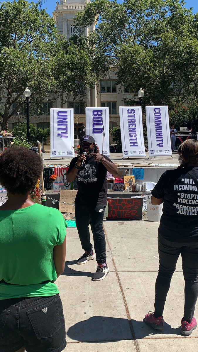 Juneteenth Celebration and Rally at Cesar Chez Park🙌✊ We are proud to stand in solidarity with our community to #StoptheViolence #ReImagineJustice #InvestInCommunity ##BlackLivesMatter https://t.co/0lu2kF0fga
