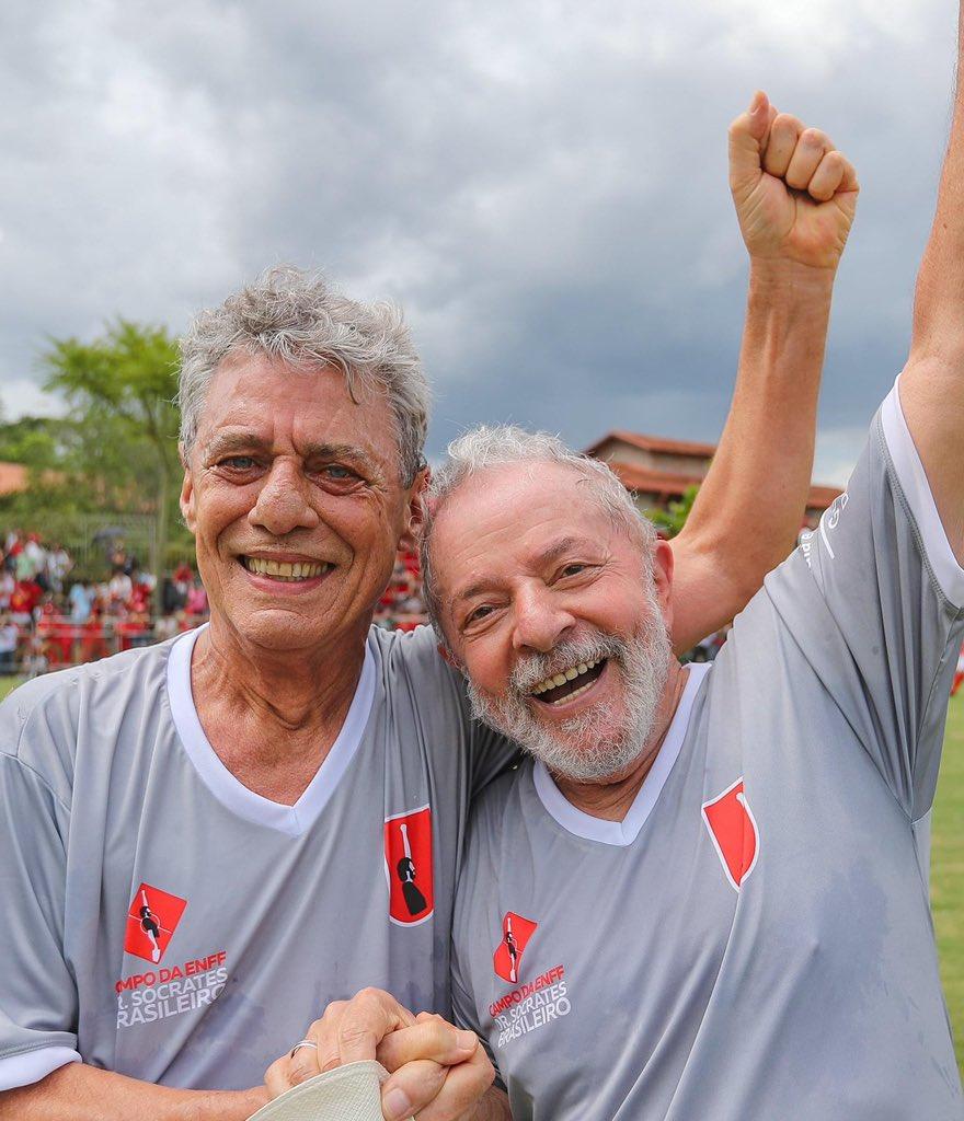 Hoje é dia de um grande companheiro de vida e de luta. Viva Chico Buarque! Foto: Ricardo Stuckert