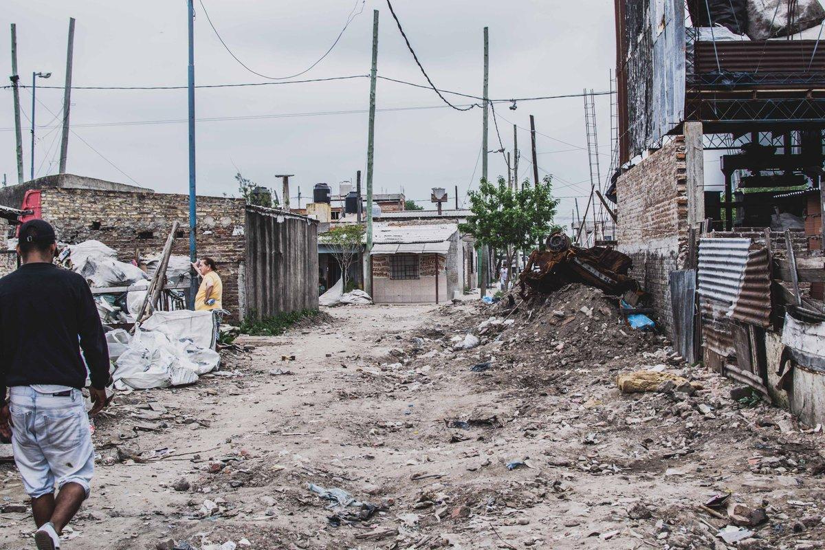 Compartimos el comunicado de la Mesa Nacional de Barrios Populares tras la reunión con la Ministra @MariaEBielsaOk y la Secretaria @ferminook para la firma de los primeros convenios que darán inicio al proceso de integración de los barrios populares 👉👉https://t.co/7MKRsS0DRF https://t.co/e8tazM9V1k