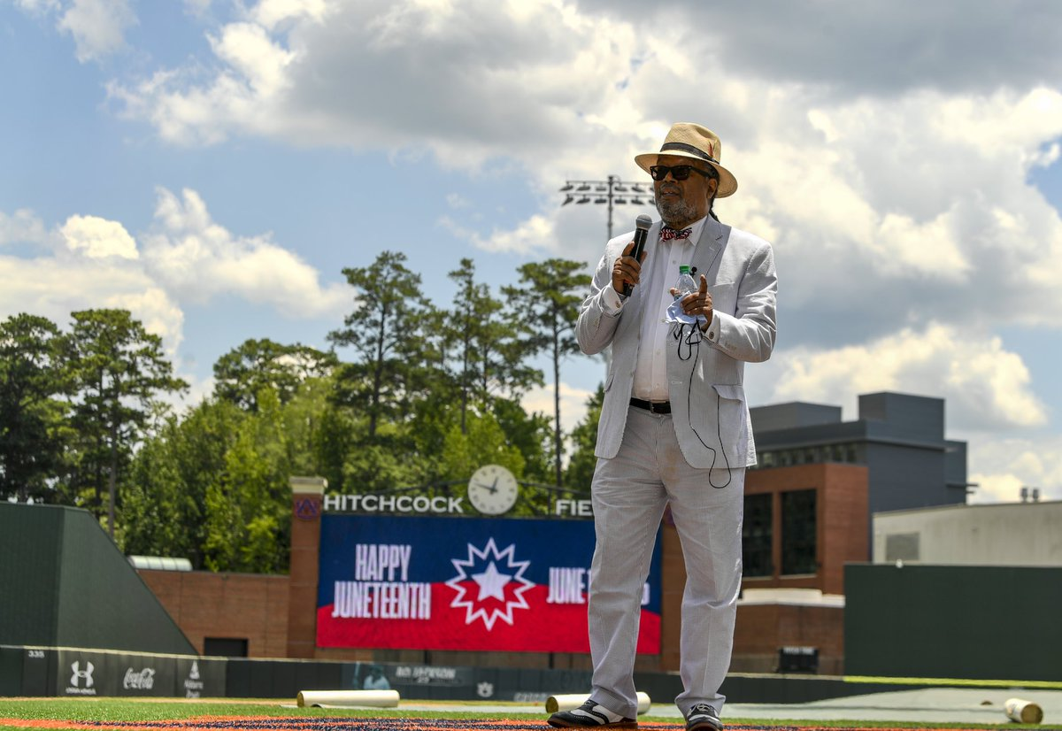Learn. Reflect. Connect.  Thank you Dr. Moten for your inspiring words.  #Juneteenth x #WarEagle https://t.co/myJ0OmTkc6