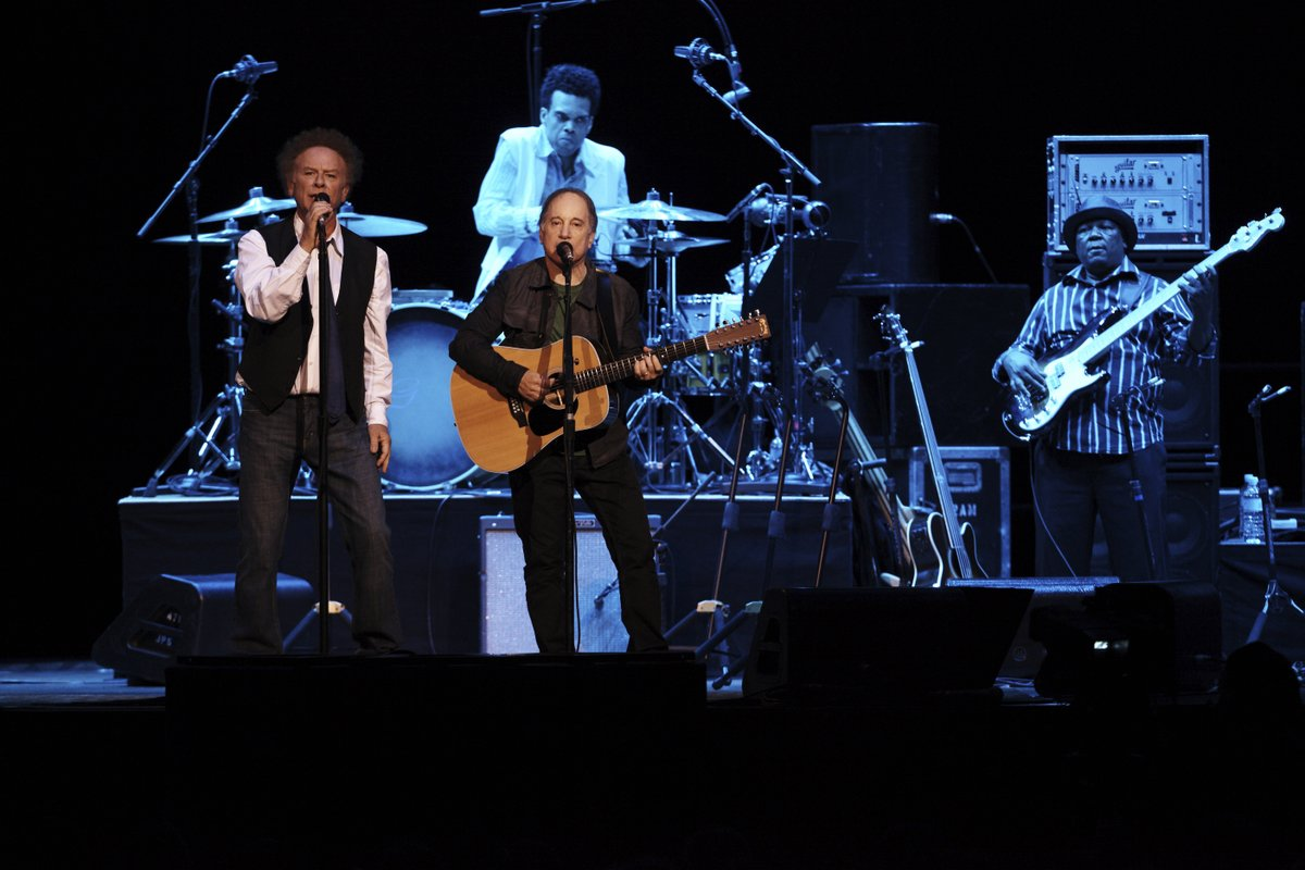 #reLIVEthelive On this Day back in 2009 the legendary Simon & Garfunkel (@SimonGarfunkel) came back together in Australia! After Art joined Simon on stage in NYC - they brought The Sound of Silence to #sydney! #simonandgarfunkel #paulsimon #artgarfunkel #qudosbankarena #onthisday https://t.co/mqkoIb93Fy