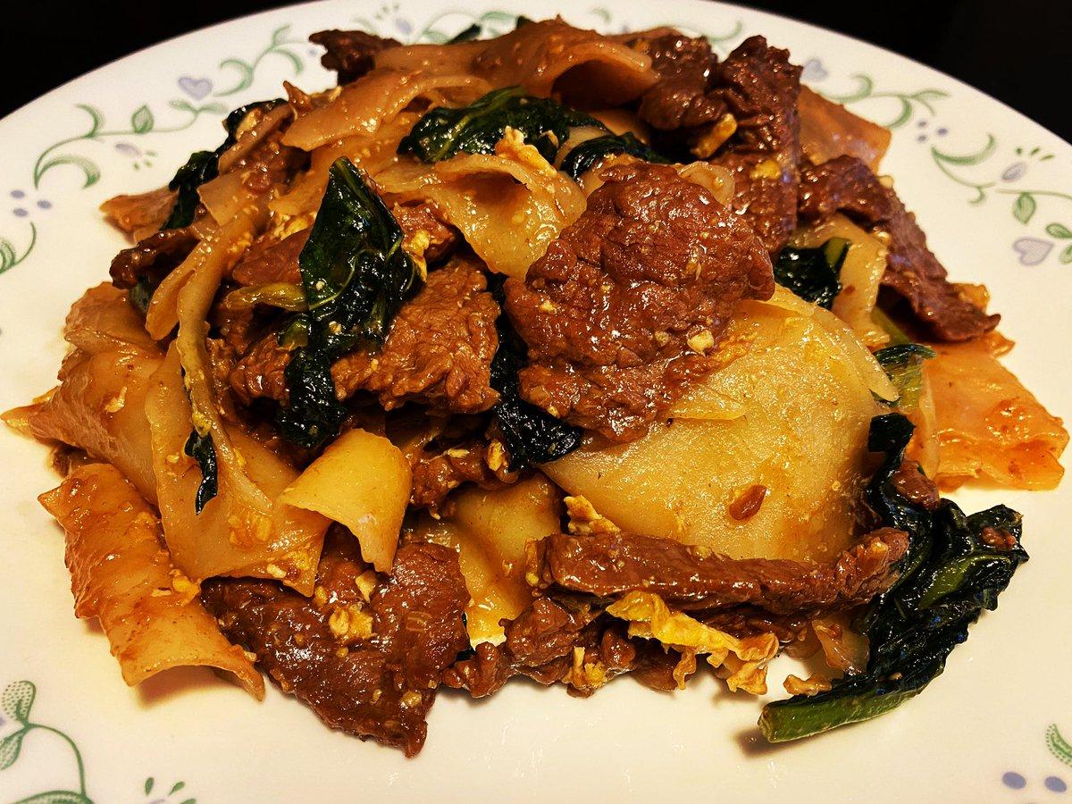 Beef Pad See Ew #TincyCooksTommyEats . . . . . #padseeew #noodles #padsiew #thaistreetfood #gailan #senyai #thaifood #asianfood  #homecookedmeal #covidcooking #lockdown2020 #stayathome #chicagofoodie #foodwishes #chicagosbest #chicagoeats #malayalichef #tiktokmallu #chicagopic.twitter.com/4HaAVSeKaM