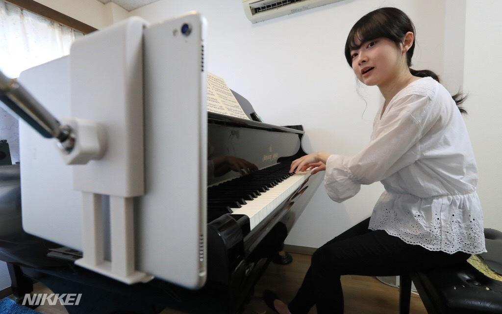 英語やピアノなど特技を生かして、活動の場を広げていく大学生。どんな状況でも前向きな姿勢に刺激を受けました(石) https://t.co/8JwfxhppuC https://t.co/bn8YSGDd5E