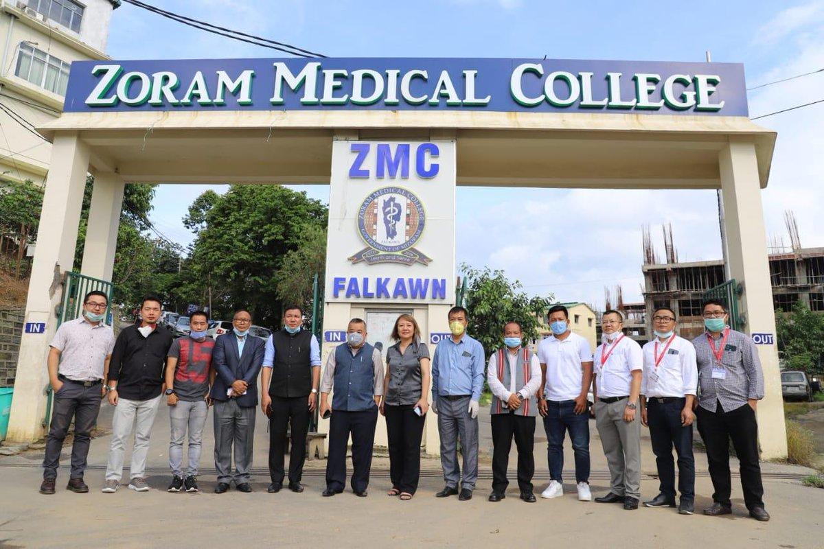 Mr. @robertroyte, Sports Minister, Mizoram and owner, @AizawlFC visited Zoram Medical College alongwith @jejefanai & Malswamtlunga (Mama). #HeroILeague 🏆 #LeagueForAll 🤝 #IndianFootball ⚽