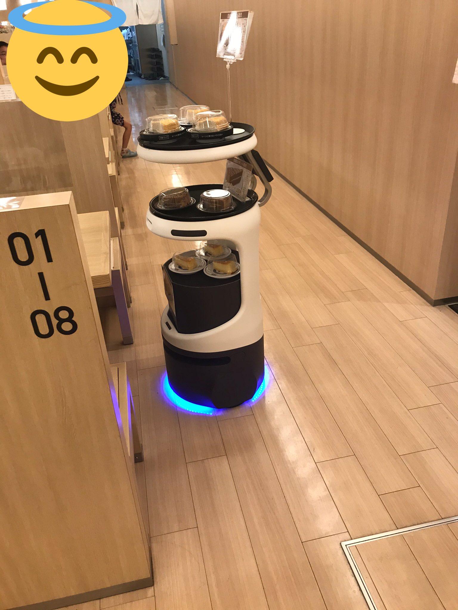 これは買いたくなる!くら寿司でデザートを売り歩くロボット!!