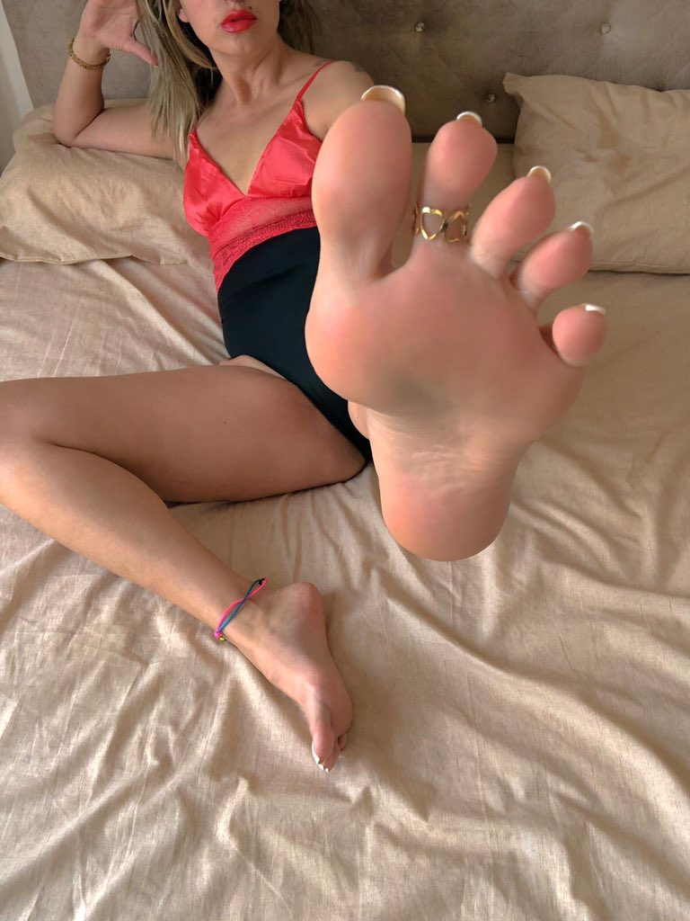 Bare foot female singers in clip foot tickling photo, nylon feet party