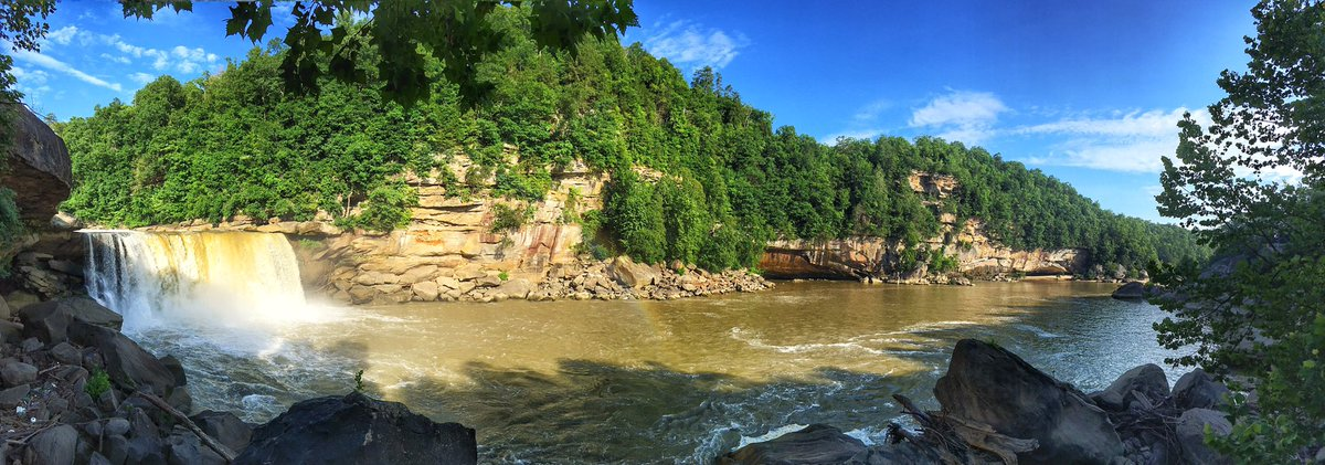 20th June Retrospective   Cumberland Falls, Kentucky a simply beautiful place to lose a few hours on a warm June day. Just quietly this place would be something else in the fall/autumn.  @VisitTheUSA @KentuckyTourism @Lonelyplanet #VisitKentucky #ShotoniPhone #Photographypic.twitter.com/lzuhgFpPFc