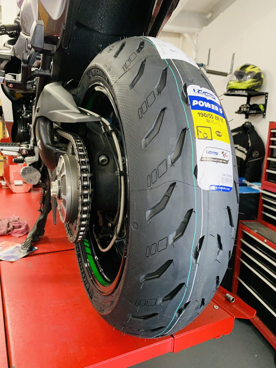 Michelin's new Power 5 is proving very popular at the moment, and you can get £30 off fitting or a free tyre monitoring system until the end of July.   #FuelingYourFreedom #teammichelin #michelinonmymoto pic.twitter.com/e6oMJuwR4P