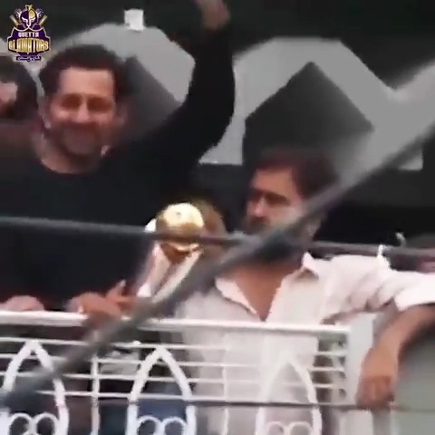"#OnThisDay | 🔙2⃣0⃣1⃣7⃣  When the streets of Karachi roared ""SAIFI...SAIFI..SAIFI..."" 🇵🇰 🇵🇰 🇵🇰 🇵🇰  @SarfarazA_54   #CT17 🏆 #ShaanePakistan https://t.co/gcQkulkyrO"