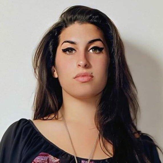 "tom on crack on Twitter: ""amy winehouse but every time you see her her  smile gets bigger: a thread… """
