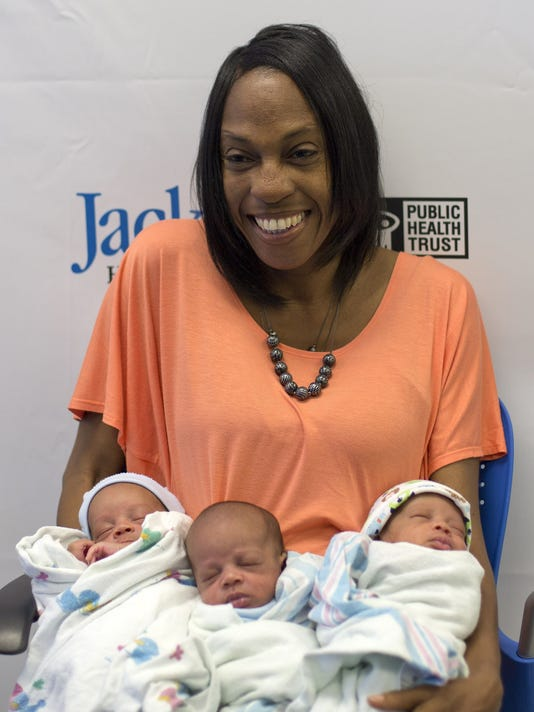 Woman delivers triplets at 47 -- Sharon Lewis, mom of 2, pregnant with triplets — at 47, w/o fertility treatments. https://www.news-press.com/story/news/2014/05/07/woman-delivers-triplets-age/8790267/…  #pregnancynews #pregnancyover40 #pregnantover40 #momover40 #latermotherhood #geriatricpregnancy #infertilityjourney #infertilityhopepic.twitter.com/FDZsoaxUBz