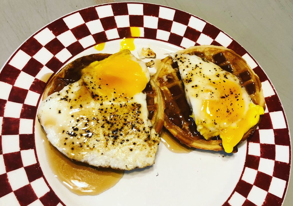 Not the best photo but if you haven't tried adding a fried egg to your  waffle you need to!  #friedegg #frozenwaffle #breakfast #quickbreakfast #easybreakfast #mondaymotivation #gottaeat #quickandeasymeals #mondybreakfast #calebbrown65bbq #countylinebbq #waffles https://t.co/We89KGCHIu