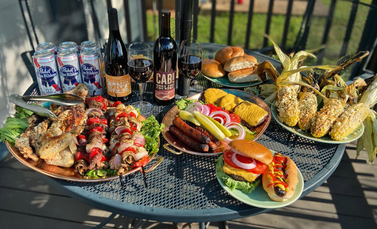 Fire up the grill! Treat Dad to a celebratory meal at home this Father's Day. Our chef has curated three ready-to-cook meal kits with proteins, sides, and detailed instructions designed to take the guesswork out of grilling. Check it out: https://t.co/NQCrVVxGYg #fathersday2020 https://t.co/yMEBXpLnAO