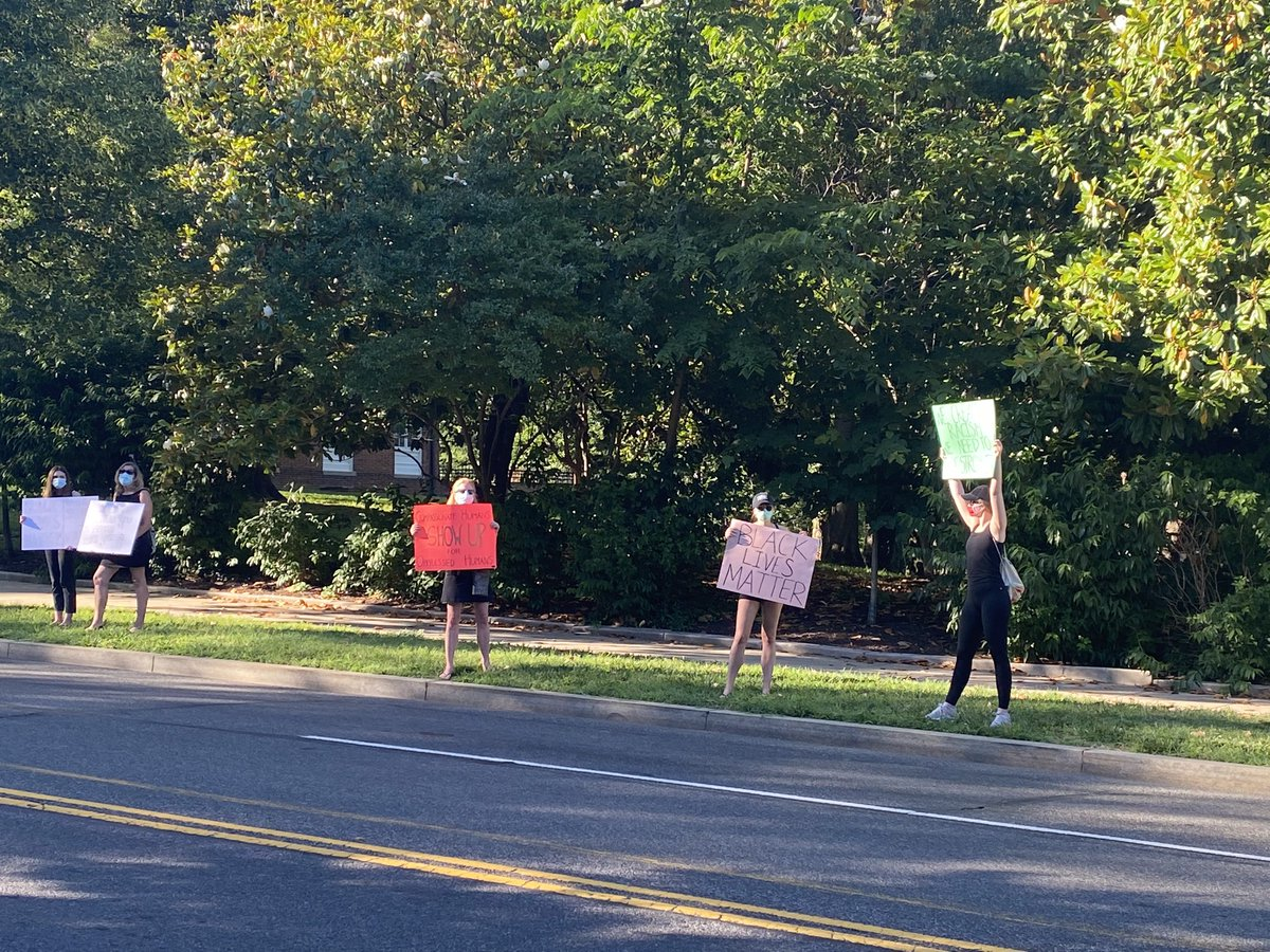 Rush hour on Massachusetts Avenue in DC, aka Embassy Row: Demonstrators in socially-distant pockets as far as the eye can see holding #BlackLiveMatter signs. This is the main road that leads to VP Pence's residence. Most cars passing are honking their horns to voice support. https://t.co/ya4UsX7cGW