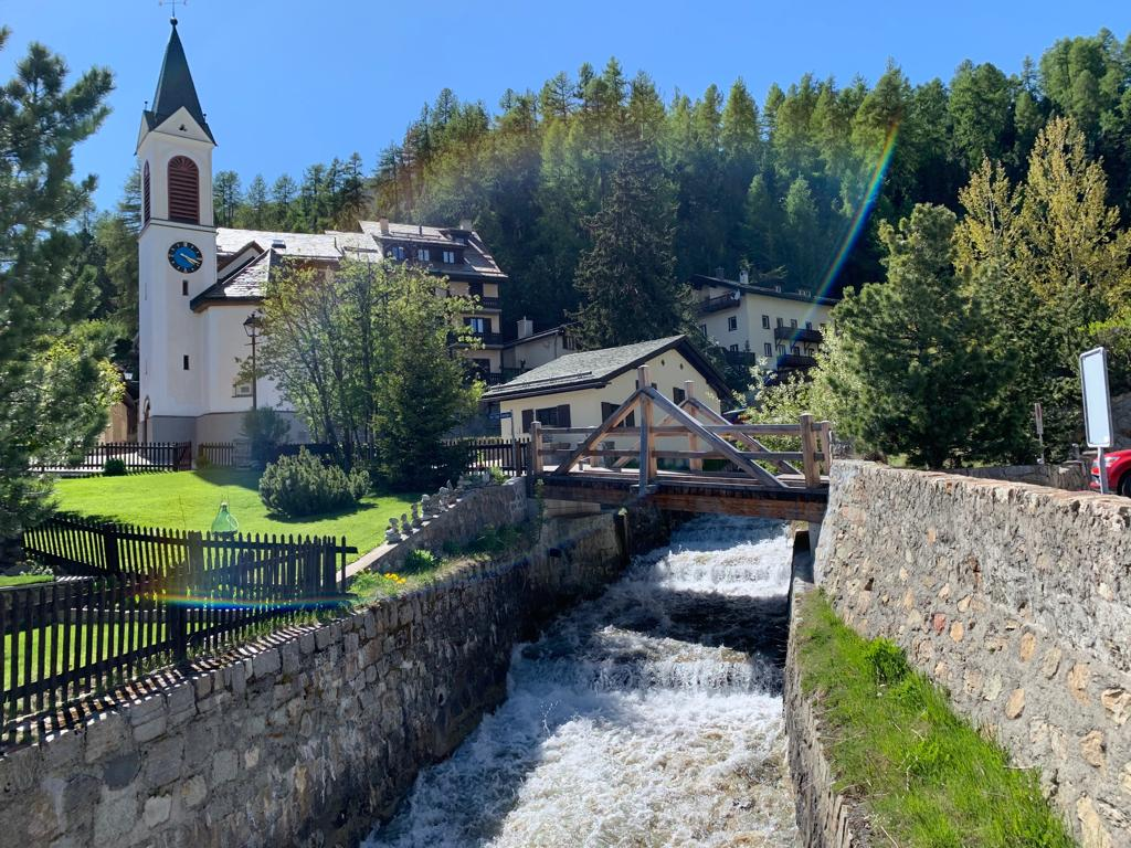 While the winter is gorgeous with everything covered in pristine, white snow,  the summer brings out all the colours of the valley. Be sure to explore our surroundings over a bike tour or a hike, when you visit us this summer. #NiraAlpina #Engadin #SummerintheAlps #Switzerland https://t.co/zRdxo7xEW5