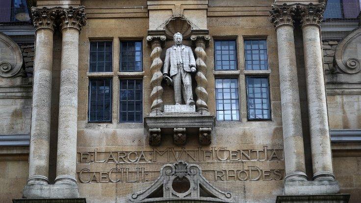 İngiltere'de binlerce kişi sömürgeci Cecil Rhodes'un heykelinin kaldırılması için gösteri düzenledi https://t.co/pPCViydrfG https://t.co/vwrKALee2A