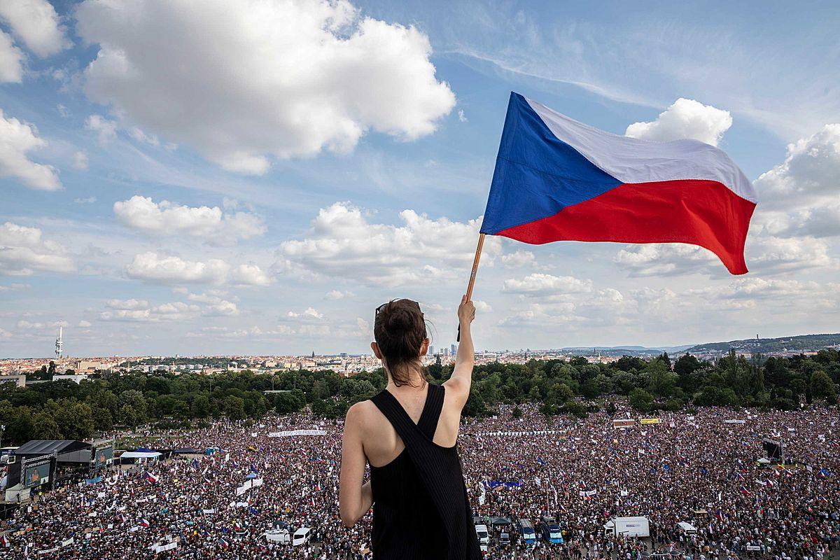 Milion chvilek bude protestovat bez omezení počtu osob https://t.co/ZbYvreAFy7 #InformacniServis https://t.co/wq8XLHYZzY