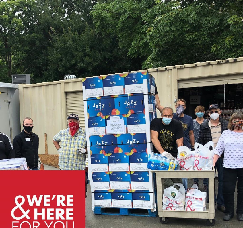 Oppy is proud to have donated JAZZ apples to help feed thousands of families. Working with Smart & Final charity partners we are happy to lend a hand to those in need during this difficult time.    #OppyCares #OnlyatOppy #freshproduce #donations #charity #givingback https://t.co/bzxT9yWOAC