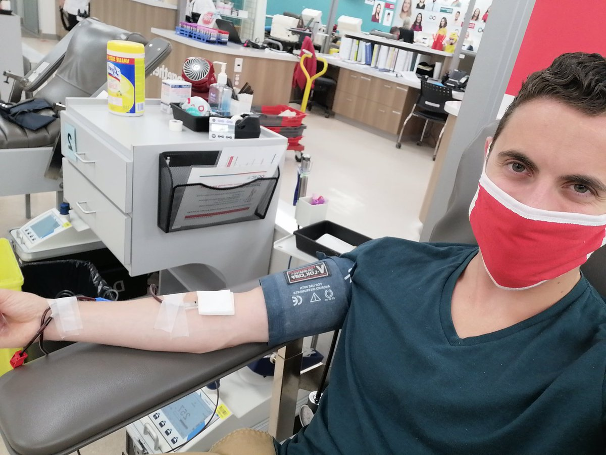 """""""Part of the reason I donate is to try to renew blood-bank resources as I see them getting used up! A life goal of mine is to finish my career in medicine having donated as much blood as I need to order for my patients.""""—Aran Y., a Pediatric Resident at UofA #1000Donors https://t.co/pBwYLsXGhC"""