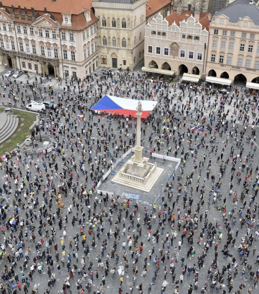 That's how people held anti-PM Andrej Babis rally during coronavirus restrictions in #Prague, #CzechRepublic earlier today. Also other approx 150 other cities joined.  Pic by: @SeznamZpravy https://t.co/UFWdc8BSz6