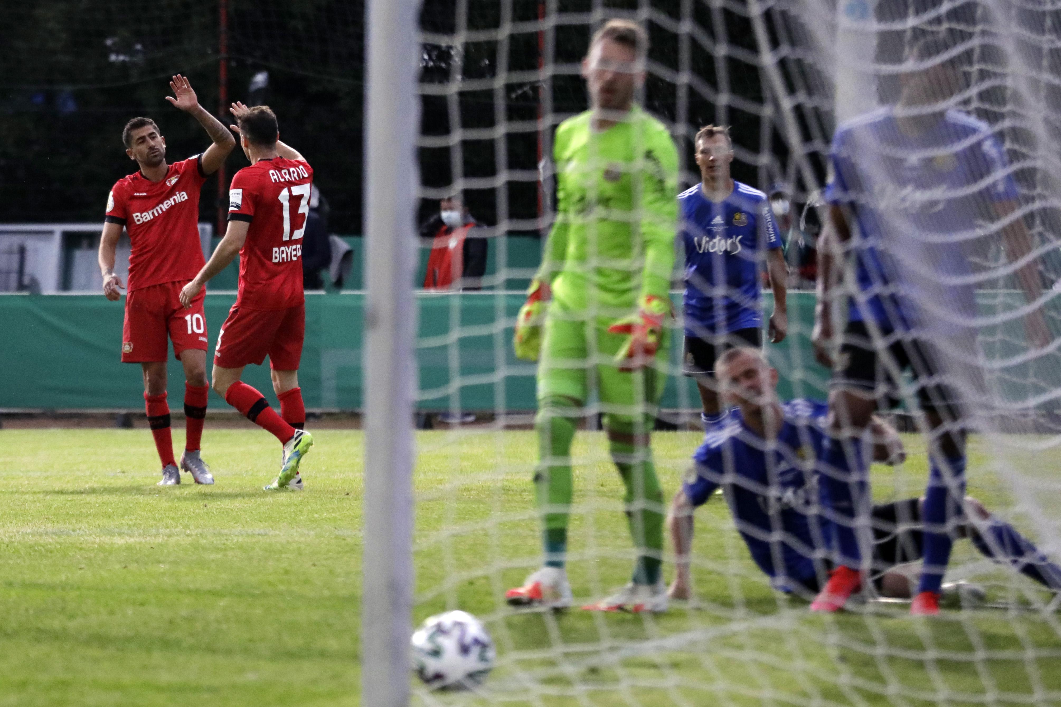 Байер разгромил Саарбрюкен и стал первым финалистом Кубка Германии - изображение 1