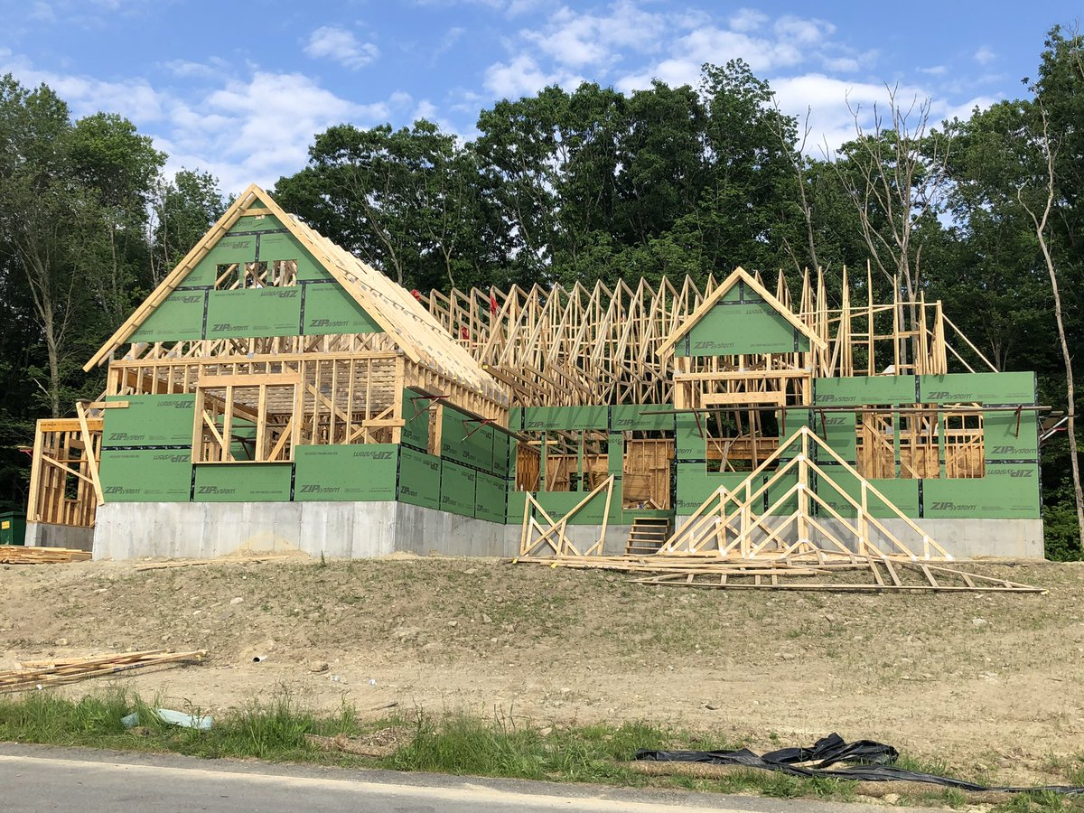 Another great house being built by Meridian Custom Homes w/materials & trusses supplied by National Lumber. @NationalLumber @MeridianCustom @ReliableTruss @HuberWood pic.twitter.com/aXBCdXUw5w