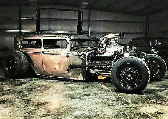 #Car 🚘 Awesome of the Day: #Steampunk-ish ⚙️ #HotRod With Open Engine via @Hermiane1 #SamaCars 🚗