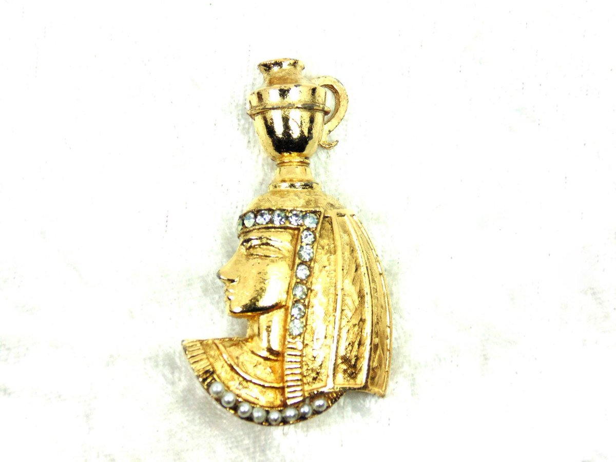 Vintage Cleopatra - Like Brooch Lady with Urn on Head, Rhinestones, Faux Pearls, Egyptian Revival,+ Gold Tone https://etsy.me/2tVYAeq #vintage #pottiteam #jewelry #EgyptianJewelry pic.twitter.com/tZCUNXWrJo