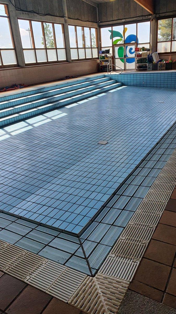 Treballant per posar a punt les instal.lacions de la piscina Lluís Bassas de Les Comes. Desinfecció i manteniment per començar el 2 de juliol 💪🏊♀️🏊♂️  @esportigualada @esportcat https://t.co/BIqdY22HcZ