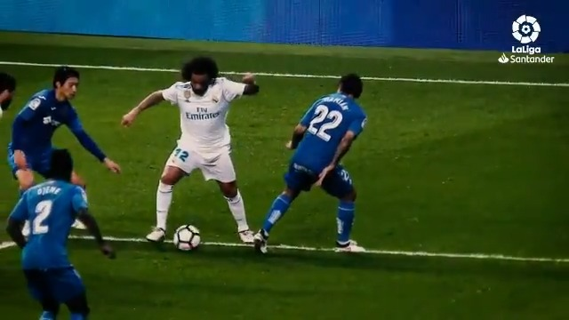 Replying to @LaLiga: 💫🇧🇷⚽ Magia y samba en la banda izquierda del Santiago Bernabéu.  💜 @MarceloM12  💜  #LaLigaSantander