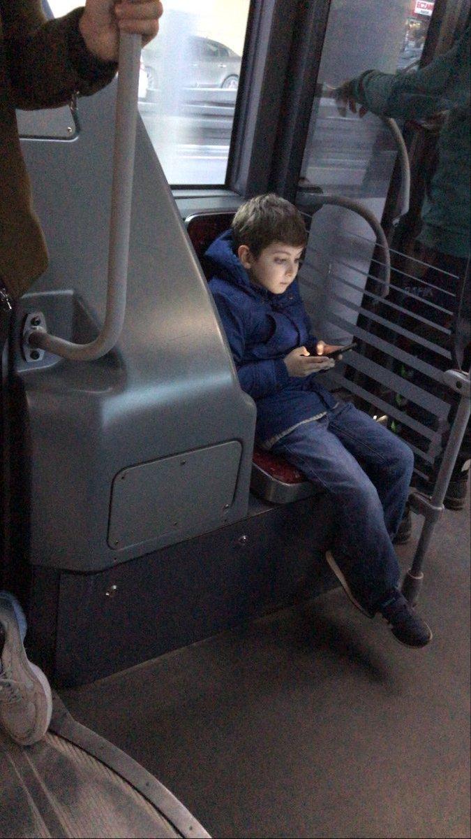emre buluj on Twitter: otobüste denk geldiğim adama bak maske de takmıyo…