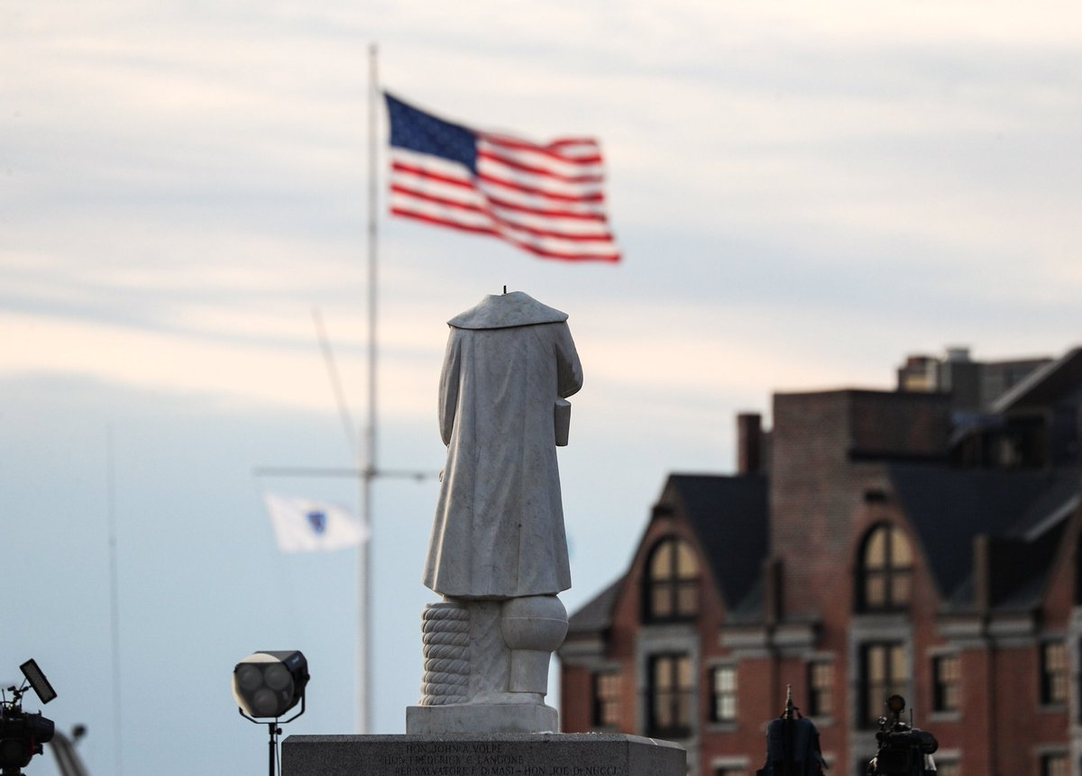 A Christopher Columbus statue in Boston was beheaded overnight https://t.co/oZVRStbQAc https://t.co/ZxQqAlYcTl