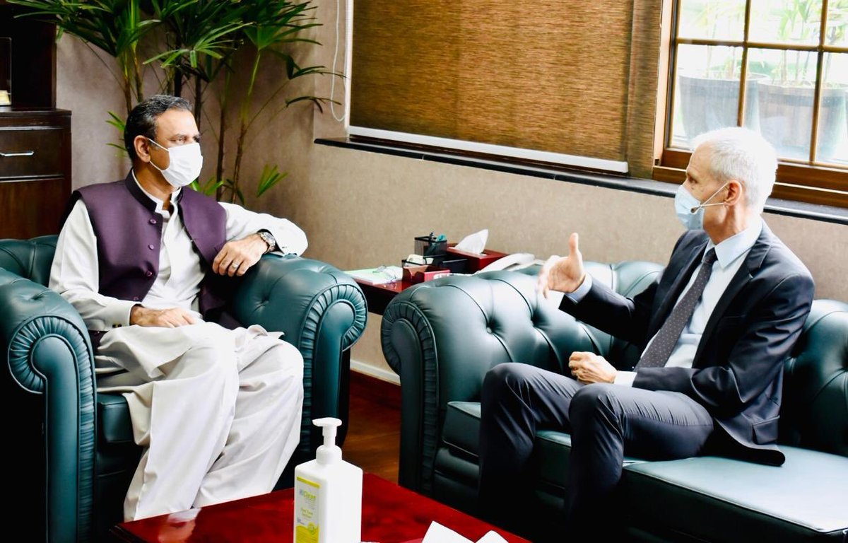 Met with Swiss Ambassdor& Defence Attaché.Briefed them on CPEC&it's economic/social development benefits for Pakistan&the region.Explored possibilities of Swiss companies participating&investing in our mass Industrialisation bid through upcoming SEZs #cpec #cpecmakingprogress https://t.co/8NpjK9Qp2W