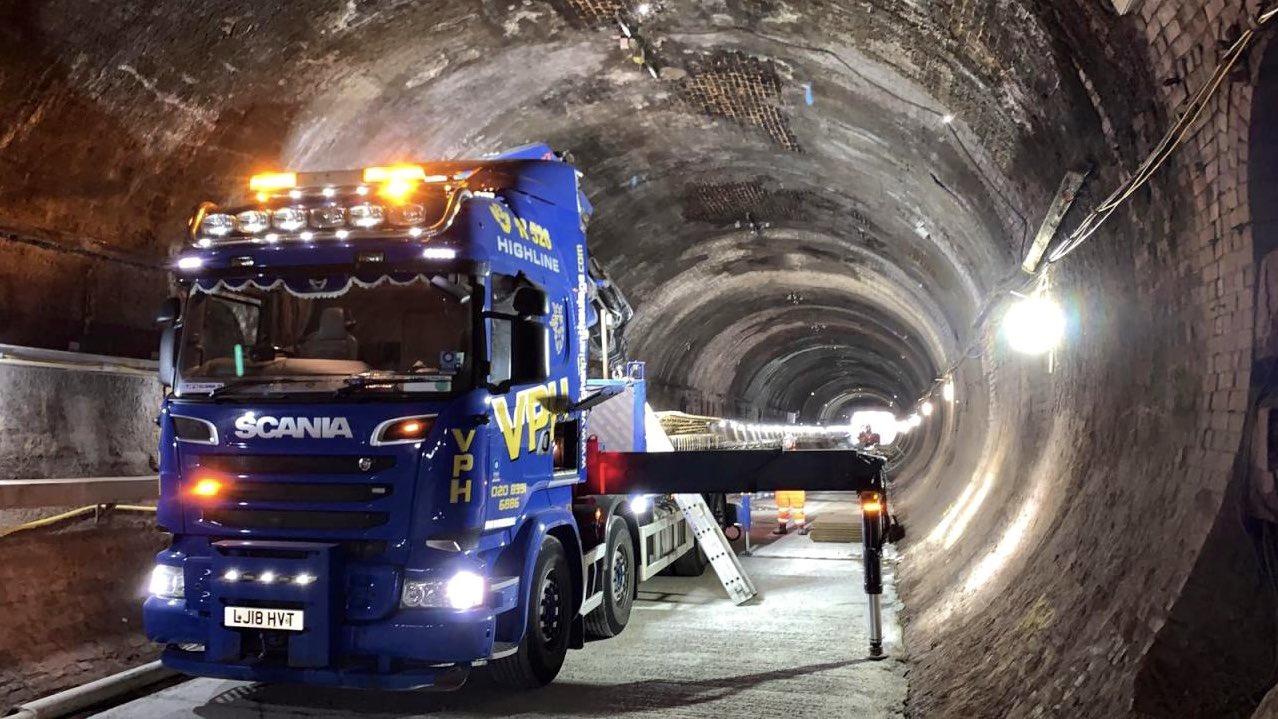 EaKiWmJXsAADUJz?format=jpg&name=large - King's Cross tunnels & canal aqueduct #2