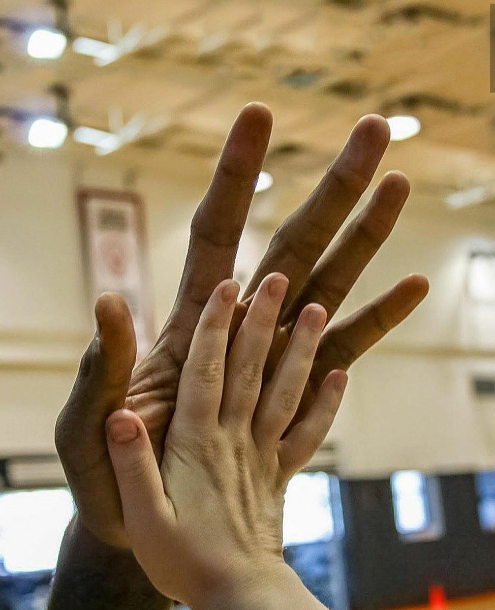Farbod Esnaashari On Twitter Here Is A Picture Of Kawhi Leonard S Hand That Is All