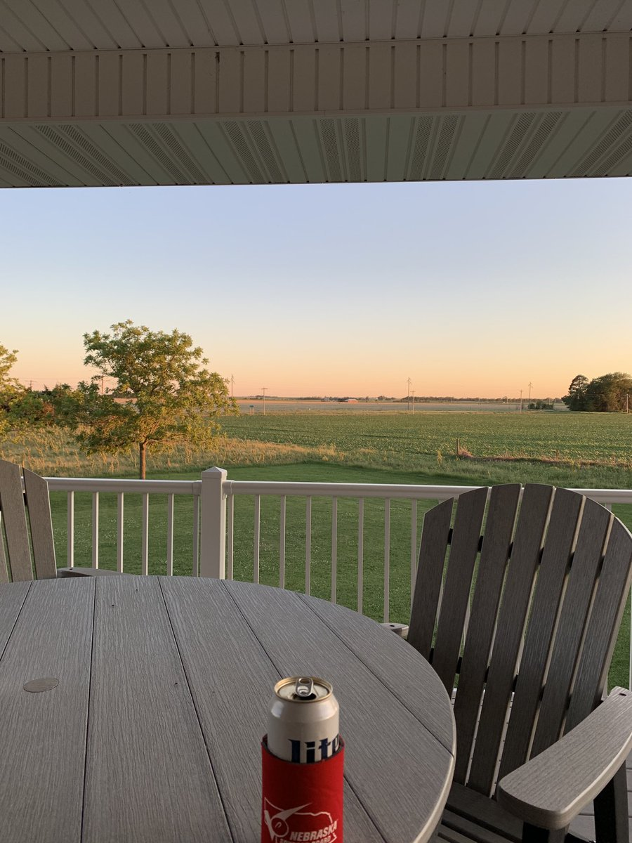 Amazing how good it feels it sit on the back deck at sunset & relax with no wind at all. Forgot how it felt almost! #Thegoodlife #blessed #corncountry https://t.co/bGHQK80fwq
