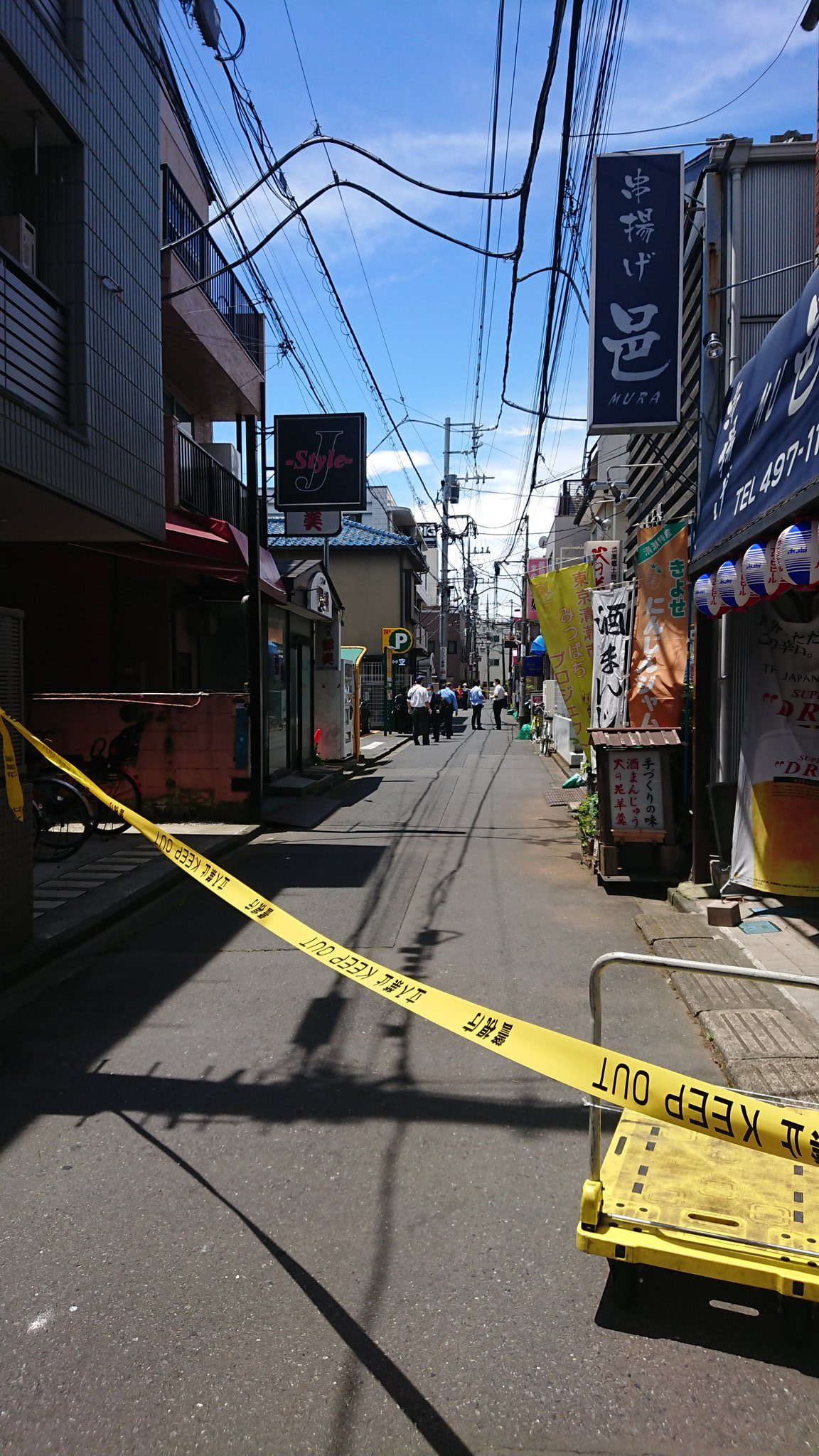 清瀬市松山の刺傷事件で規制線が張られている現場の画像