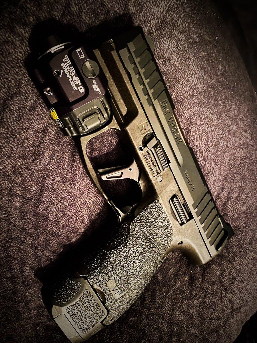 My Right hand man @HecklerAndKoch #VP9 #Vp9SK w/  @TalonGrips & @Streamlight TLR-8 G #LazyWolfGuns Trigger & @Trijicon  Night Sights w/ Ext mags filled w/ @FederalPremium #HST #GunPorn #2A #Handgun #EDCpic.twitter.com/9qDipSDJ3m
