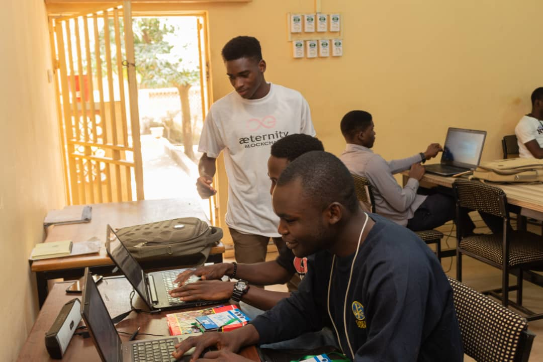 A lil throwback to the team and I mentoring/teaching students in the University of Jos, programming before the #coronavirus pandemic! It was a joy to teach and mentor people, makes me learn even more. The team taught in various stacks like Python, C# and Web Dev. #100DaysOfCode https://t.co/Xg4mRZPKqO