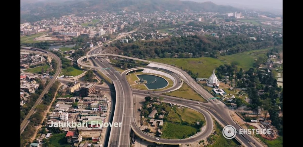 Lush greens with the beautifully architectured, Dr. Bhupen Hazarika's memorial on right—this stretch in Guwahati is a signal-free junction with its exemplary grade separators! #NHAI https://t.co/iz8J1DtNY1