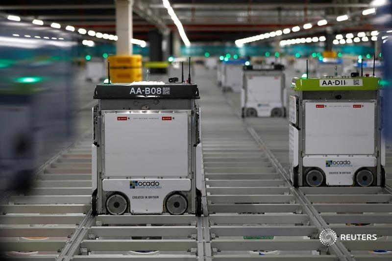 Ocado's cash call will let it take advantage of a surge in demand for online groceries – and particularly for its robotic warehouses. But financing the expensive kit will shunt investors' returns into a delayed delivery slot, says @aimeedonnellan https://t.co/K0hsaduxbU https://t.co/H1cliUNerb
