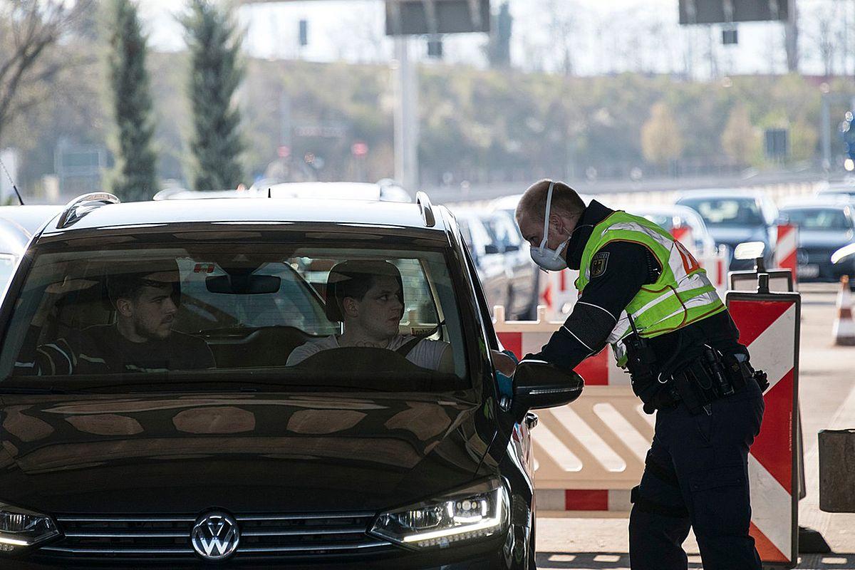 Brusel navrhl zrušit od pondělka hraniční kontroly uvnitř EU https://t.co/vue2SBrBsj #InformacniServis https://t.co/XxwStYBXPE