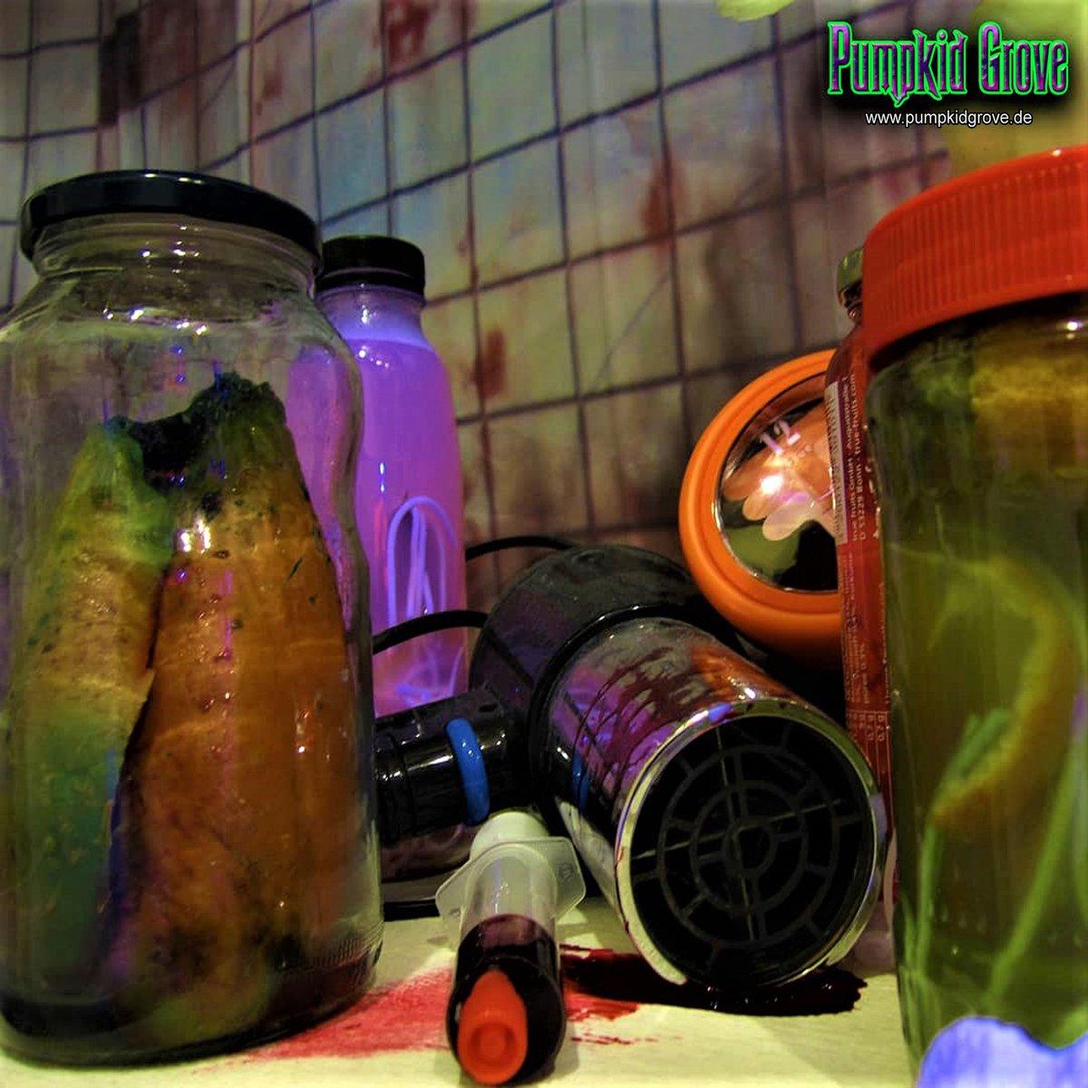 Alien-Vagina 😄 #halloween2015 #halloween #samhain #ahsfx #luegburghorrorstory #alien #vagina #labor #laboratory #glas #kürbis #pumpkin #blut #blood #gruselig #horror #trickortreat #party #fun #art #haunted #homehaunt #dekoration #photo #germany #pumpkidgrove #pumpkidgrovegermany https://t.co/6luMM0tRa1