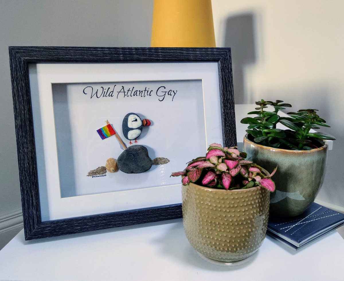 """My girlfriend made me this little pebble #Puffin with a #Pride flag and called him the """"Wild Atlantic Gay"""" to celebrate #PrideMonth2020 and I'm not crying you are 😭😭 #WildAtlanticWay #Irelandpride @JamesKavanagh_ @JamesPatrice https://t.co/lroxMOz4Uv"""