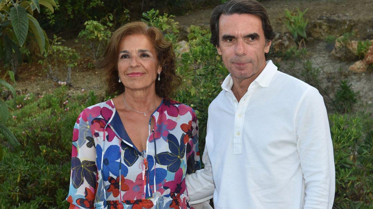"""Hoy, el Tribunal Supremo, formado por jueces colocados por Aznar, ha absuelto a Ana Botella por la venta de 1.860 viviendas sociales a un fondo buitre para el que trabaja su hijo José María Aznar Botella. La """"justicia"""" en España. https://t.co/frQzTPYCV9"""