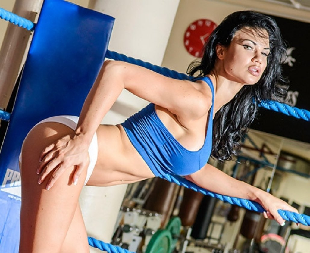 Whos down to train @jasminejaexxx on this fine #humpday ?💪